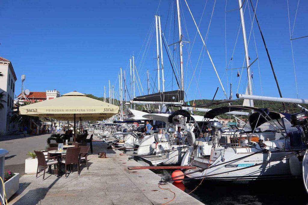 Charter Yachts in harbour - vuokraveneet satamassa
