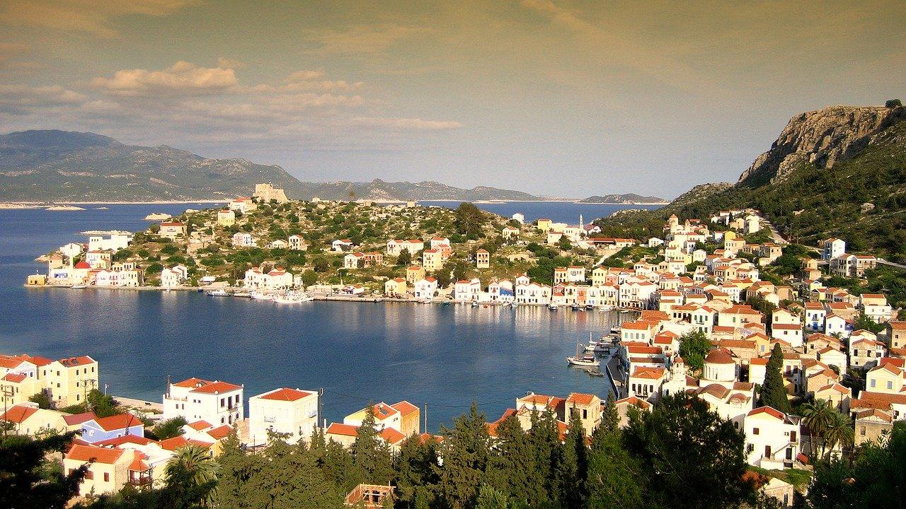 Kreikka kylä purjehdus vuokraveneellä